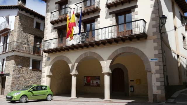 stockvideo's en b-roll-footage met spain alcala de la selva civic building - gemeentehuis