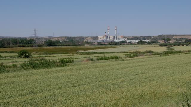 vídeos y material grabado en eventos de stock de spain ebro valley power plant and wheat - comunidad autónoma de aragón