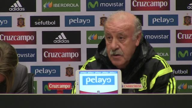 stockvideo's en b-roll-footage met spain manager vicente del bosque says he is not thirsting for revenge in tuesdays friendly against the netherlands after his team lost to them in... - wereldkampioenschap sport