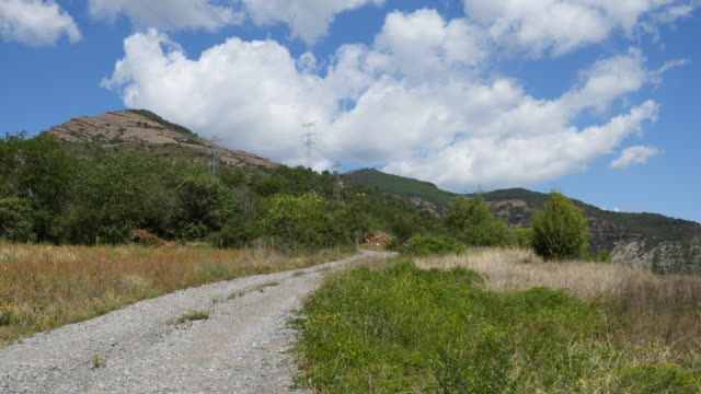 vidéos et rushes de spain pyrenees gravel road leading up - route de campagne