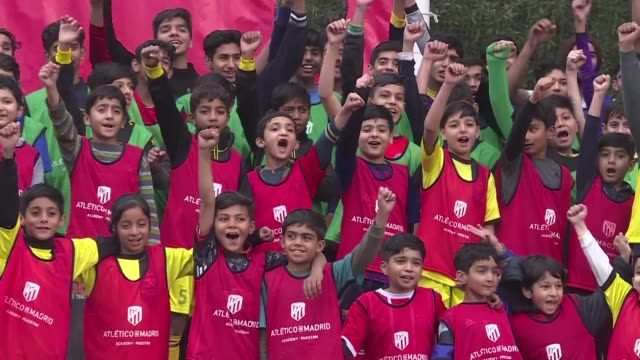 vídeos y material grabado en eventos de stock de spain's atletico madrid are taking on a challenge tougher than winning la liga developing football in cricket mad pakistan where bat and ball are... - bate de críquet
