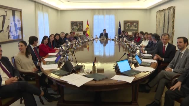 vídeos de stock e filmes b-roll de spain's new coalition government holds its first cabinet meeting - coligação