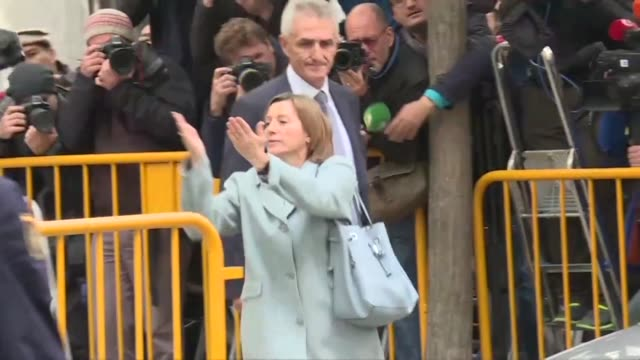 spain's supreme court said thursday it had adjourned until november 9 the hearings of former members of catalonia's dissolved parliament including... - giustizia video stock e b–roll