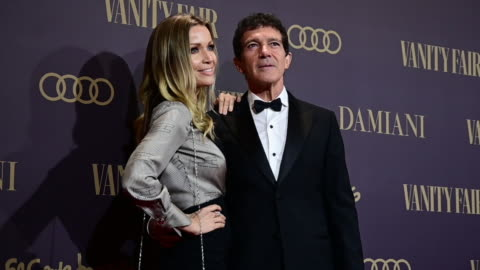 spanish actor antonio banderas and nicole kimpel attend during vanity fair awards 2019 in madrid on november 25, 2019 in madrid, spain. - antonio banderas video stock e b–roll