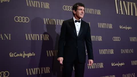 spanish actor antonio banderas attends during vanity fair awards 2019 in madrid on november 25, 2019 in madrid, spain. - antonio banderas video stock e b–roll
