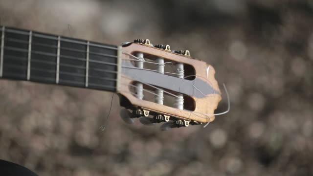 vídeos y material grabado en eventos de stock de c/u spanish guitarist - guitarrista
