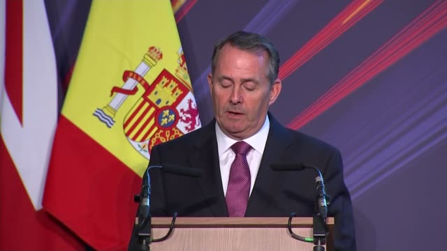 stockvideo's en b-roll-footage met spanish king attends ukspain business forum at mansion house england london mansion house int **music heard intermittently sot** arrivals liam fox mp... - kentish town