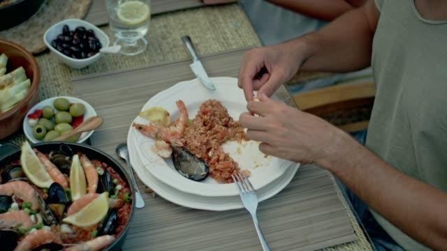vídeos de stock e filmes b-roll de spanish local lunch with a view - cultura espanhola