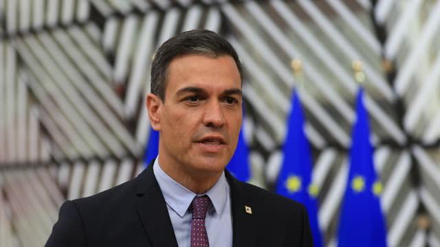 spanish prime minister pedro sánchez pérez-castejón arrives for an extraordinary eu summit on may 24, 2021 in brussels, belgium. european union... - demokrati bildbanksvideor och videomaterial från bakom kulisserna