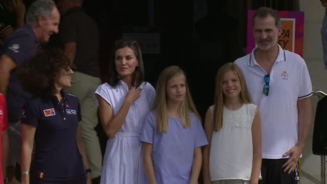 vídeos y material grabado en eventos de stock de spanish royals arrive to the real club náutico in palma de mallorca - letizia