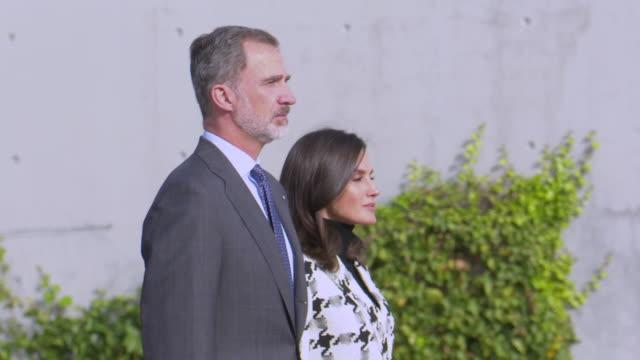 vídeos y material grabado en eventos de stock de spanish royals depart for cuba - letizia