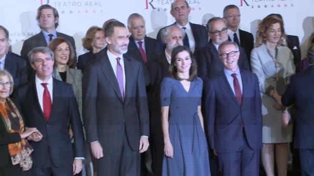 vídeos y material grabado en eventos de stock de spanish royals meet royal theatre foundation in madrid - letizia