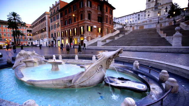 spanish steps in the morning, rome, italy - colonna architettonica video stock e b–roll
