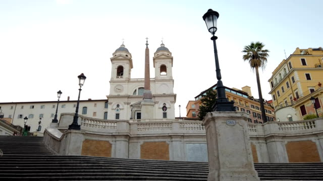 vídeos de stock e filmes b-roll de spanish steps in the morning, rome - steps and staircases