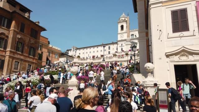 スペイン階段-ピアッツァ・ディ・スペイン、ローマ - steps and staircases点の映像素材/bロール