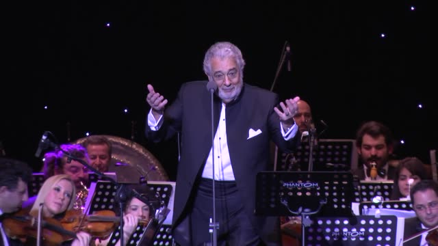 spanish tenor placido domingo performs on stage at ulker sports arena on january 19 2015 in istanbul turkey domingo's son placido domingo jr and... - gesangskunst stock-videos und b-roll-filmmaterial