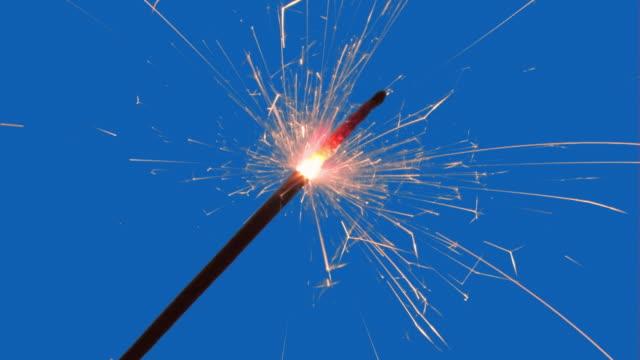 sparkler 、ベンガル光。アルファ - 部分点の映像素材/bロール