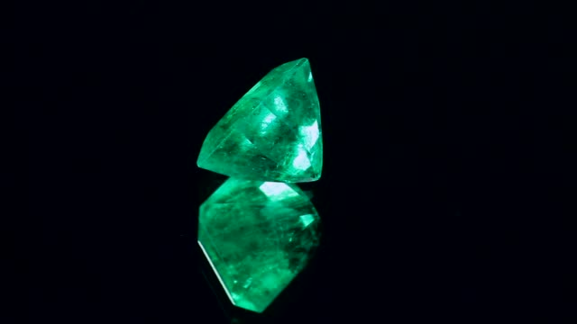 sparkling emerald precious stones loopable - stone object stock videos & royalty-free footage