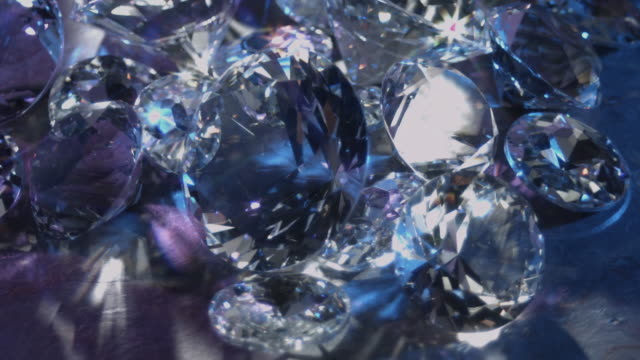 sparkling glass gems - lichtbrechung stock-videos und b-roll-filmmaterial