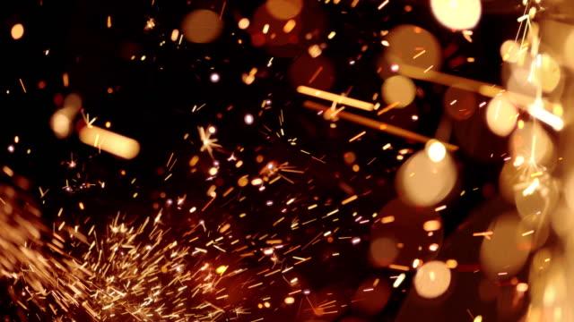 vídeos de stock, filmes e b-roll de sparks abstract video background. 4k - serra circular