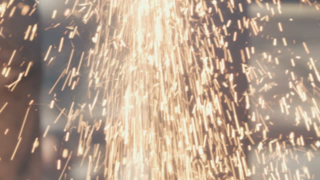 stockvideo's en b-roll-footage met sparks from welding torch - metaalindustrie