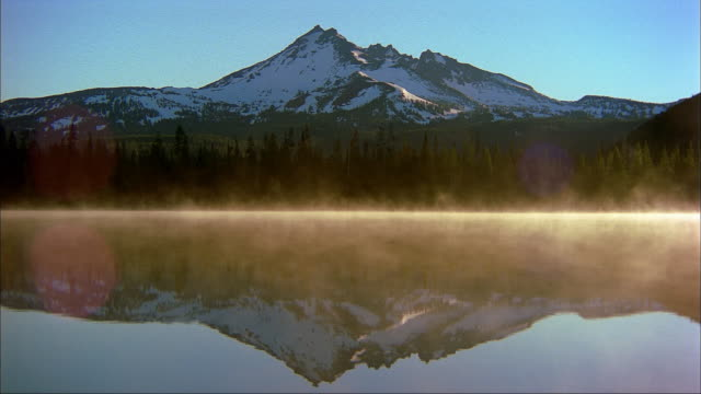 sparks lake reflects broken top in the cascade range of oregon. - condensation stock videos & royalty-free footage