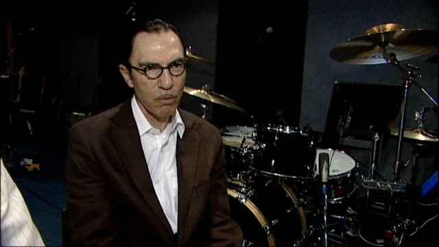 vídeos y material grabado en eventos de stock de sparks to play all their album tracks at 21 concerts; ron mael interview sot - on initial influence of britain on their music and songs which they... - sparks