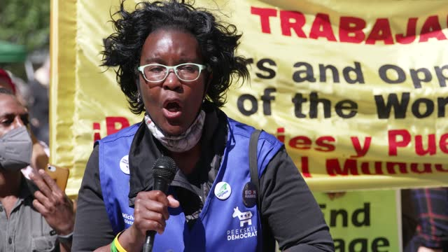 speaker: michelle keller – president of the coalition of women and labor and member of civil service technical guild afscme local 375, dc 37. crowds... - gewerkschaft stock-videos und b-roll-filmmaterial
