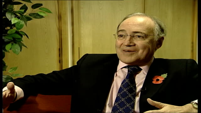 vídeos de stock e filmes b-roll de speaker of the house of commons accused of protecting the prime minister; int michael howard mp interview sot - prime ministers have been asked... - prime minister