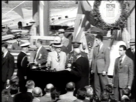 ws speaker welcomes president franklin roosevelt to the podium at the washington national airport / virginia united states - präsident der usa stock-videos und b-roll-filmmaterial