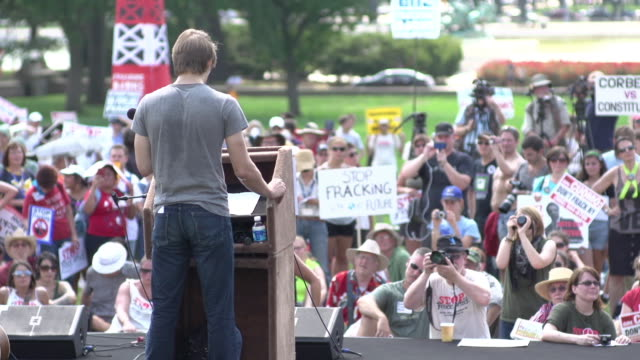 speakers on stage at anti-fracking rally at us capitol on july 28, 2012 in washington, dc - protesta anti fracking video stock e b–roll