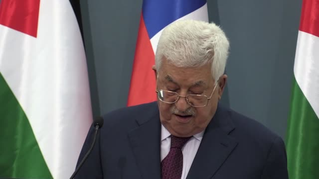 speaking at a joint press conference with his chilean counterpart sebastian pinera on june 27 palestine's president mahmoud abbas said he refused to... - pressekonferenz stock-videos und b-roll-filmmaterial