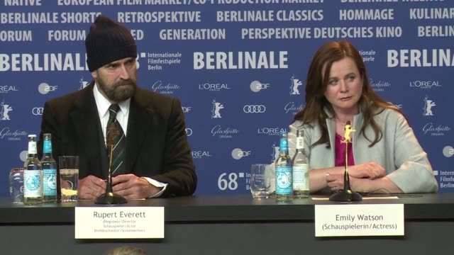 stockvideo's en b-roll-footage met speaking at the berlin film festival actor rupert everett talks about the his latest film the happy prince and the sacrificial life led by oscar wilde - rupert everett