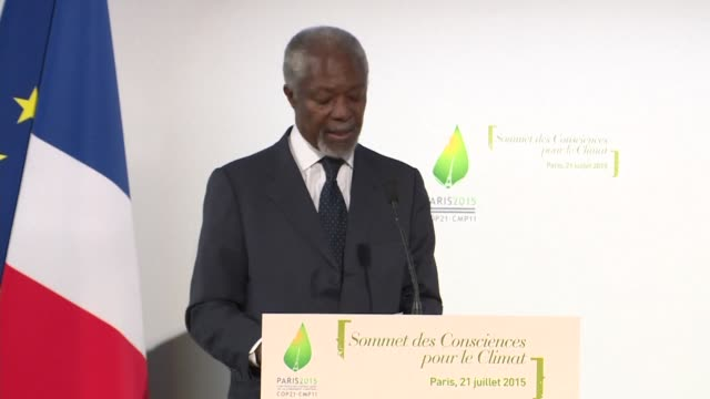 speaking in paris at a summit preparing for the un climate talks in december former un secretary general kofi annan regrets that his grandson will... - clima video stock e b–roll