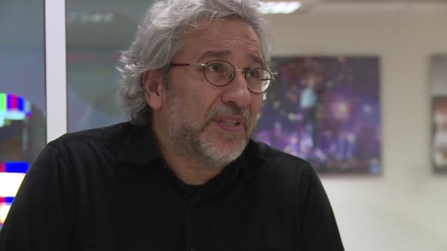 speaking to afp prominent exiled turkish journalist can dundar speaks out about the climate of fear and intimidation that president recep tayyip... - esilio video stock e b–roll