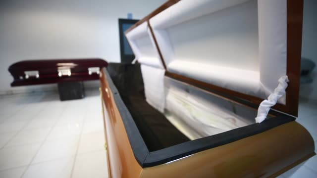 MEX: Coffin Maker Adjusts to Covid-19 Requirements