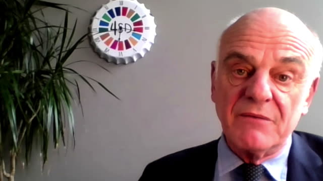 """special envoy on covid-19, dr david nabarro saying """"humanity is going into quite a dark zone right now"""" - """"bbc news"""" stock-videos und b-roll-filmmaterial"""