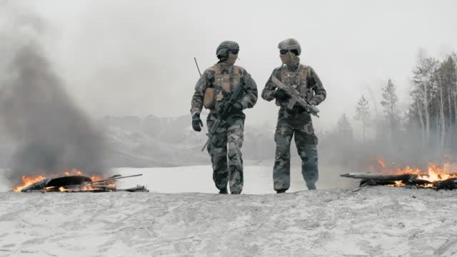 vidéos et rushes de special forces on patrol - armée