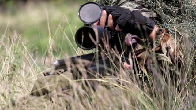 Special Forces Soldaten feuern wird vorbereitet.