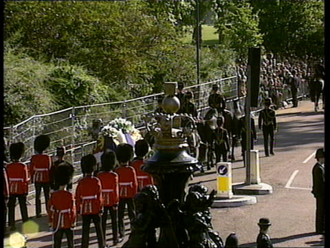 funeral of princess diana: 09.00 - 10.00; full shot procession towards coffin towards 0931 hyde park: coffin through gates to hyde park tbv... - coffin stock videos & royalty-free footage
