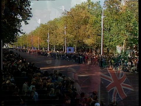 funeral of princess diana: 09.00 - 10.00; special england: london: kensington palace: crowds buckingham palace: two children with union flag sign... - funeral stock videos & royalty-free footage