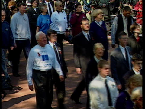 funeral of princess diana 1000 1100 1026 tls distant procession along mall towards tlms ditto henry with encouraging word given from father prince... - frances shand kydd stock videos & royalty-free footage
