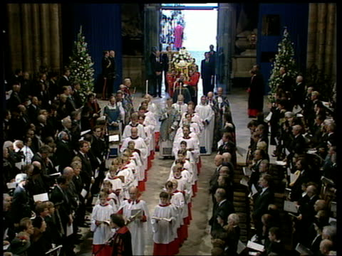 funeral of princess diana 1100 1200 special england london westminster abbey coffin bourne into abbey followed by chief mourners charles william... - begräbnis stock-videos und b-roll-filmmaterial
