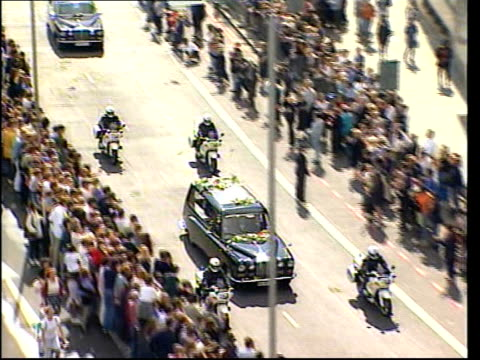 funeral of princess diana 1200 1300 mourners leaving abbey tom conti tom cruise tom hanks and nicole kidman leaving sting leaving abbey hearse and... - hearse stock videos & royalty-free footage