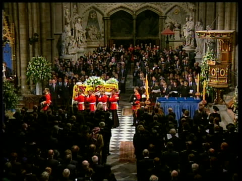 stockvideo's en b-roll-footage met funeral of princess diana 1200 1300 special england london westminster abbey tgv pallbearers around coffin pallbearers lifting coffin covered in... - begrafenis