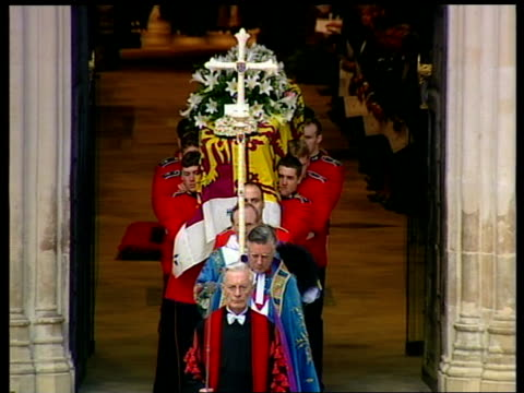 funeral of princess diana 1200 1300 tcms coffin halted for minuites silence minutes silence westminster abbey gv london crowd standing in silence... - frances shand kydd stock videos & royalty-free footage
