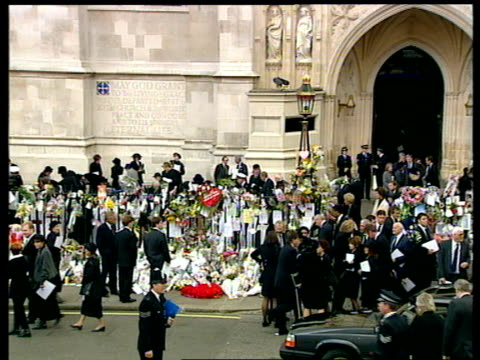 funeral of princess diana 1300 1400 special england london 1300 hearse escort disappearing up m1 motorway workers clear flowers from road which were... - ruby wax stock-videos und b-roll-filmmaterial