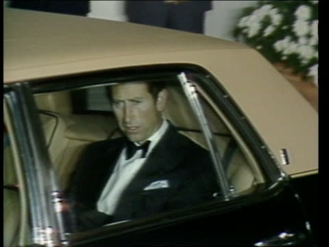 prince and princess of wales in washington ; 12.11.85: usa: florida: miami: at night motorcade arrive for charity dinner: charles in car: diana from... - prince of wales stock videos & royalty-free footage