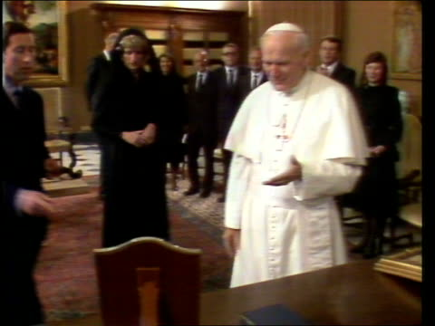 prince and princess of wales tour in italy:; 29.4.85 vatican city: ext **some flash photography** motorcade arrives at the vatican int diana,... - pope stock videos & royalty-free footage