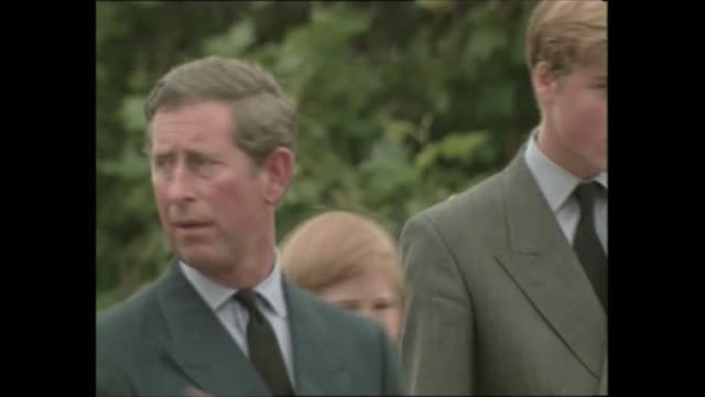 vidéos et rushes de princess diana's funeral royals arrive in london 1417 1525 live england london royal motorcade along recorded pool kensington palace cms princes... - funérailles